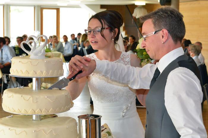 Hochzeit Torte anschneiden