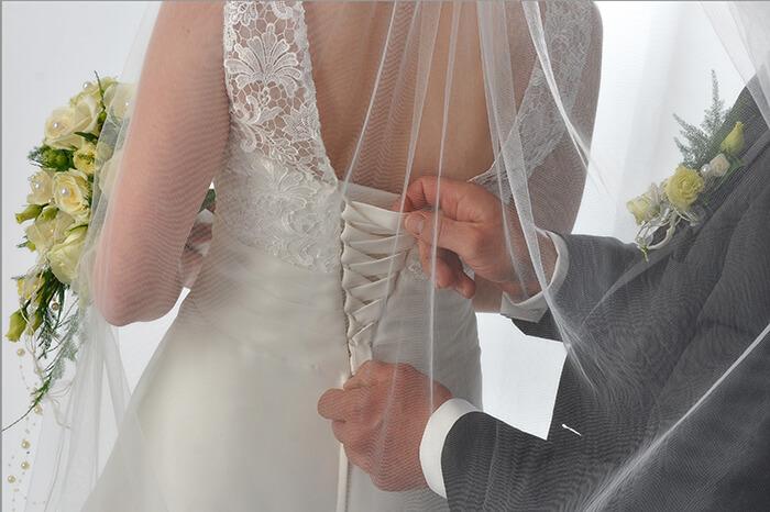 Hochzeitspaar Ankleiden